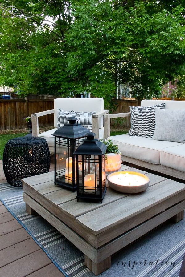 It's summer and everyone wants to live outside. So I've put together some of my best tips for outdoor entertaining! outdoor lounge area at dusk with lanterns