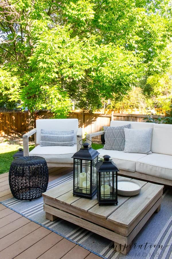 It's summer and everyone wants to live outside. So I've put together some of my best tips for outdoor entertaining! outdoor lounge area at dusk