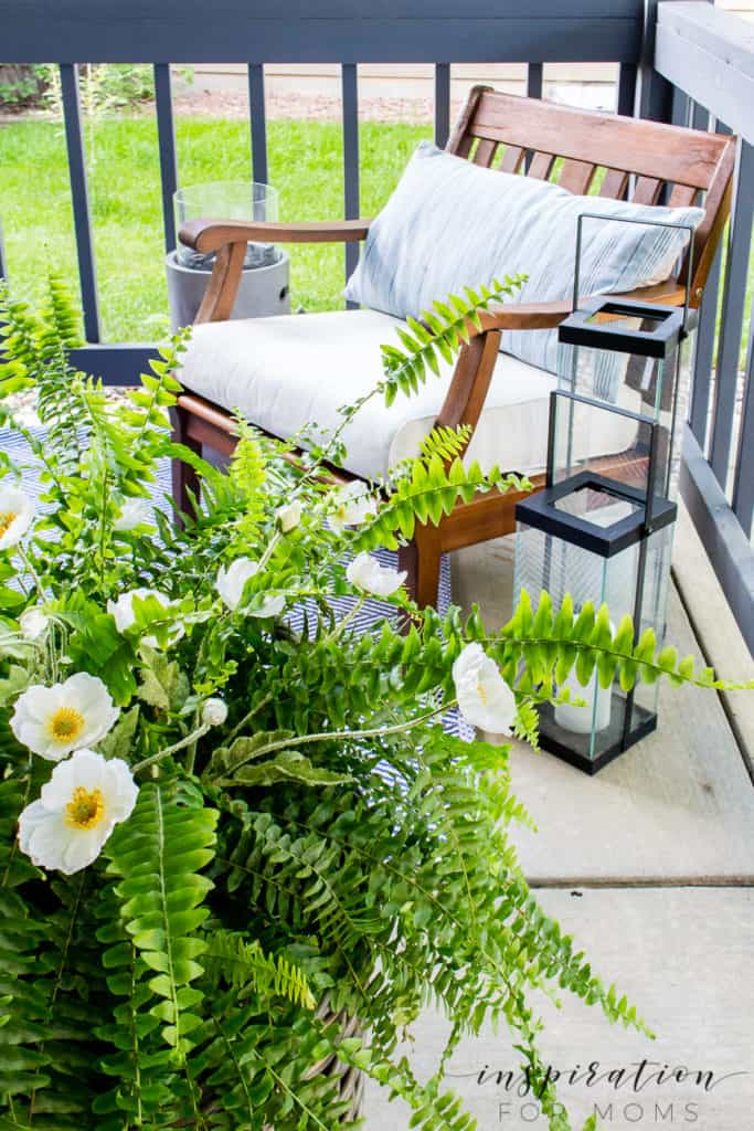 It's summer and everyone wants to live outside. So I've put together some of my best tips for outdoor entertaining! side seating area of front porch side chair with lanterns