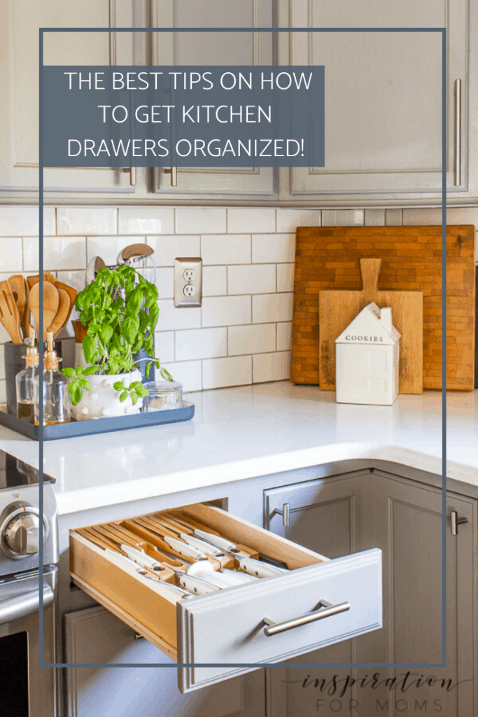 Got cluttered drawers? Let me help you get your kitchen drawers organized quickly in this two part series! #kitchendrawers #organizingtips